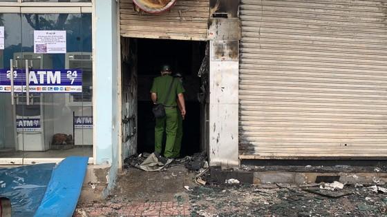Cháy lớn lúc rạng sáng ở Gò Vấp, 2 căn nhà cùng nhiều tài sản bị thiêu rụi  ảnh 12