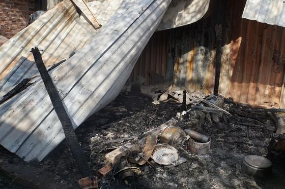 Nhiều nhà dân và hơn 10 phòng trọ ở quận 9 bị lửa thiêu rụi  ảnh 3