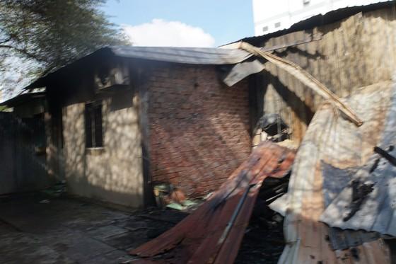 Nhiều nhà dân và hơn 10 phòng trọ ở quận 9 bị lửa thiêu rụi  ảnh 4
