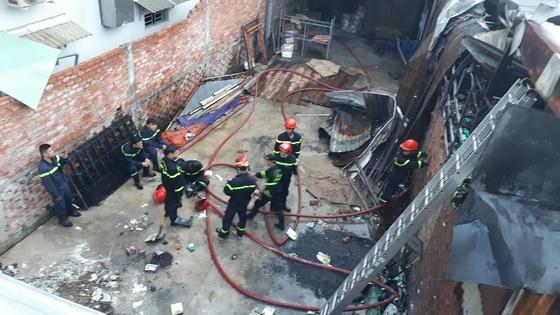 Nhiều nhà dân và hơn 10 phòng trọ ở quận 9 bị lửa thiêu rụi  ảnh 8