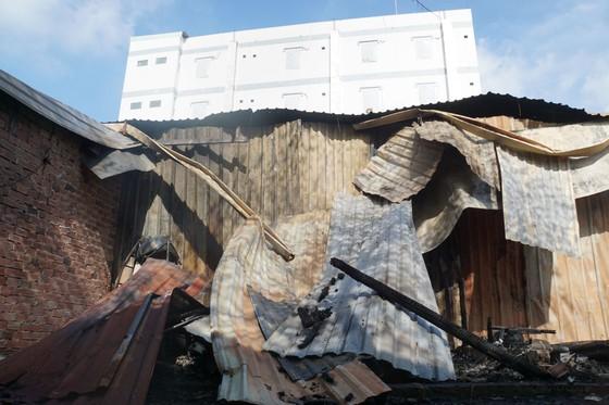 Nhiều nhà dân và hơn 10 phòng trọ ở quận 9 bị lửa thiêu rụi  ảnh 7