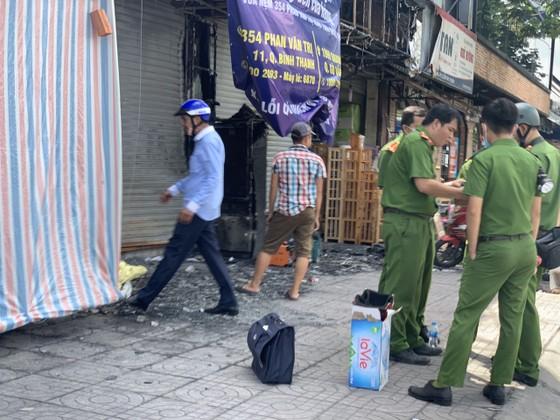 Thực nghiệm hiện trường vụ cháy chi nhánh ngân hàng cùng nhà dân ở quận Gò Vấp ảnh 1