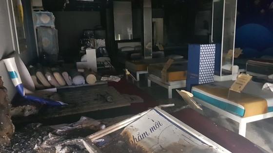 Thực nghiệm hiện trường vụ cháy chi nhánh ngân hàng cùng nhà dân ở quận Gò Vấp ảnh 2