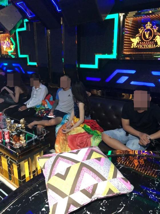 """Kiểm tra quán karaoke Victoria ở quận Bình Tân, phát hiện 33 """"dân chơi"""" dương tính chất ma tuý ảnh 1"""