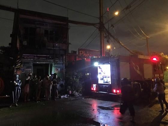 Cháy nhà dân cạnh quán phở ở quận 9, nhiều người bỏ chạy thoát thân ảnh 3