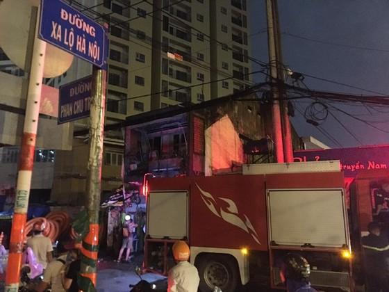 Cháy nhà dân cạnh quán phở ở quận 9, nhiều người bỏ chạy thoát thân ảnh 1