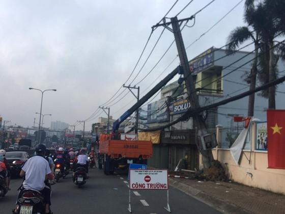 Kẻ trộm lái xe 4 chỗ tông gãy cột điện, hàng trăm nhà dân bị ảnh hưởng ảnh 3