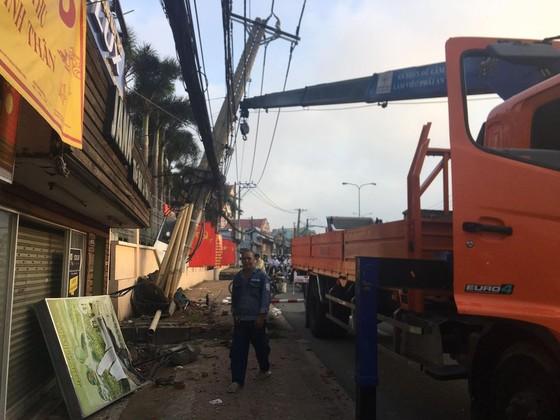 Kẻ trộm lái xe 4 chỗ tông gãy cột điện, hàng trăm nhà dân bị ảnh hưởng ảnh 1