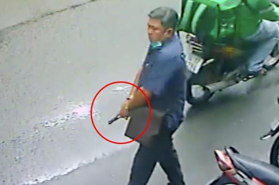 Thông tin bất ngờ vụ người đàn ông cầm vật giống súng doạ người dân ảnh 2