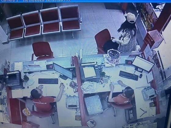 Khởi tố kẻ cướp tại chi nhánh ngân hàng Techcombank ở quận Tân Phú ảnh 4