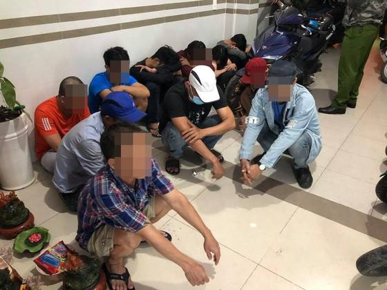 Kiểm tra nhiều khách sạn, phòng thu âm tại quận Bình Tân, phát hiện gần 60 người dương tính với ma tuý ảnh 1