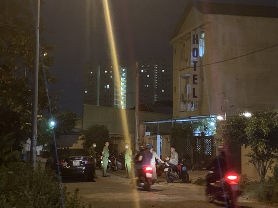 Công an phát thông báo truy tìm nghi phạm sát hại người phụ nữ trong khách sạn ở quận Thủ Đức ảnh 3
