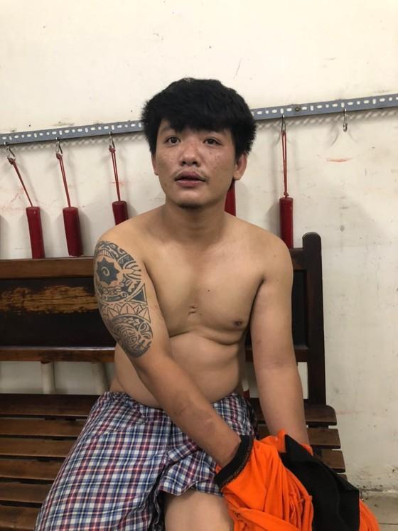 Khống chế thanh niên ngáo đá tấn công khiến 1 trung uý công an bị thương ảnh 1
