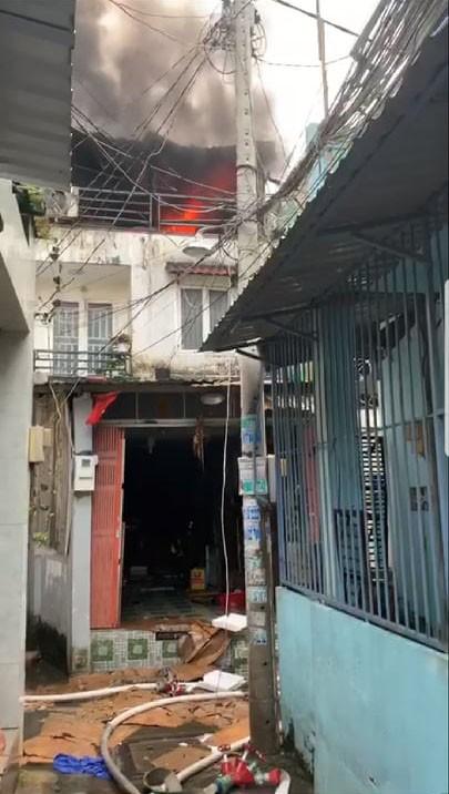 Cháy nhà dân ở đường Tân Hòa Đông, quận 6  ảnh 1