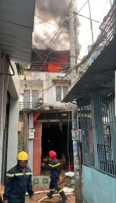 Cháy nhà dân ở đường Tân Hòa Đông, quận 6  ảnh 2