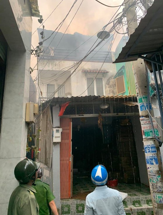Cháy nhà dân ở đường Tân Hòa Đông, quận 6  ảnh 4