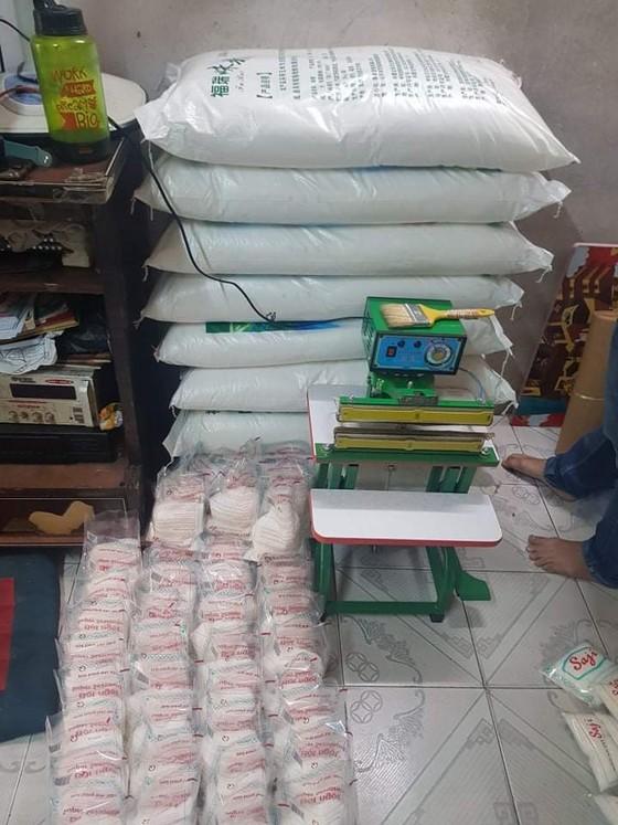 Phát hiện 'xưởng' sản xuất bột ngọt giả nhãn hiệu nổi tiếng ở quận 8 ảnh 5