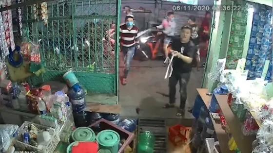 Bắt 2 đối tượng trong nhóm côn đồ truy sát người đàn ông ở quận Bình Tân ảnh 3