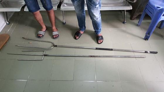 Bắt 2 đối tượng trong nhóm côn đồ truy sát người đàn ông ở quận Bình Tân ảnh 4