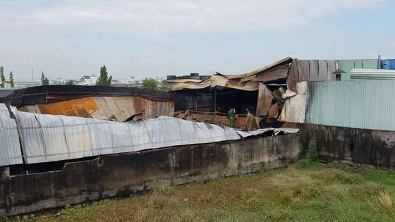 Cháy công ty nhựa ở huyện Bình Chánh, nhiều tài sản bị thiêu rụi ảnh 2