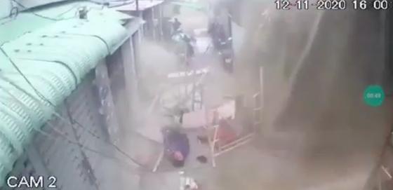 Đứt cáp công trình xây dựng ở quận Tân Bình, 3 công nhân bị thương ảnh 1