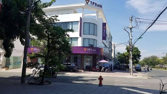 Khởi tố kẻ tẩm xăng doạ đốt, cướp tiền ngân hàng ở quận Bình Tân ảnh 2