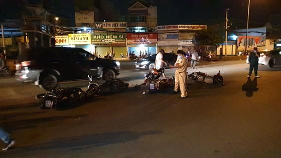 """Xe ô tô """"điên"""" tông nhiều xe máy khiến nhiều người bị thương ở quận Thủ Đức ảnh 9"""