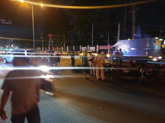 """Xe ô tô """"điên"""" tông nhiều xe máy khiến nhiều người bị thương ở quận Thủ Đức ảnh 5"""