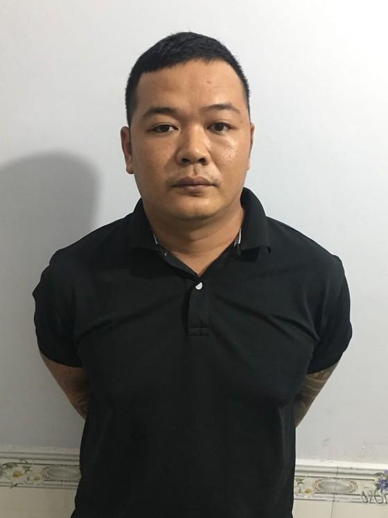 Vụ chém người gần lìa cánh tay: Đối tượng cầm đầu bị bắt ở Phú Quốc ảnh 1