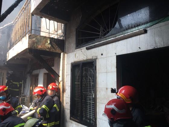 Cháy nhà trong hẻm ở quận 3, nhiều người tháo chạy thoát thân ảnh 3