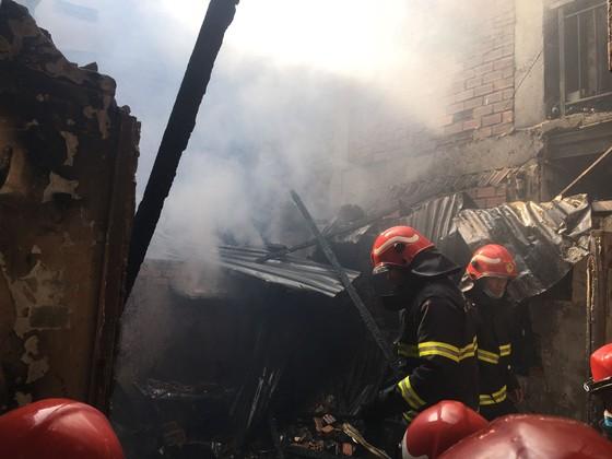 Cháy nhà trong hẻm ở quận 3, nhiều người tháo chạy thoát thân ảnh 1