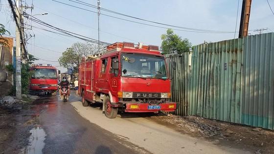 Cháy lớn tại 2 xưởng nhựa ở huyện Bình Chánh, khói đen bốc cao hàng chục mét ảnh 4