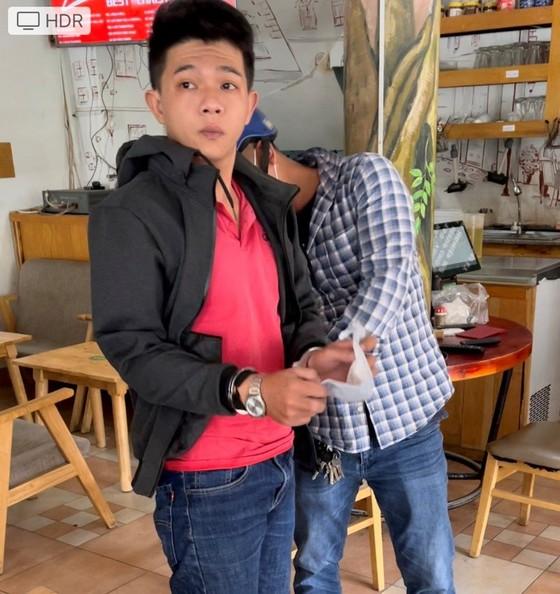 Hai cha con giả Cảnh sát hình sự để cướp tài sản ở huyện Hóc Môn ảnh 2