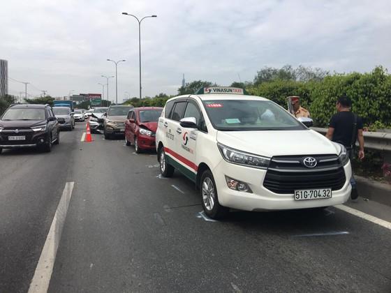 Tai nạn liên hoàn trên cao tốc TPHCM - Long Thành - Dầu Giây  ảnh 2