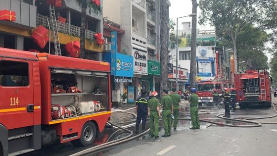 Cháy cửa hàng đặc sản Đà Lạt ở quận 5, nhiều tài sản bị thiêu rụi ảnh 7