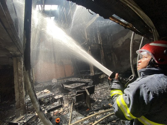 Cháy cửa hàng đặc sản Đà Lạt ở quận 5, nhiều tài sản bị thiêu rụi ảnh 15