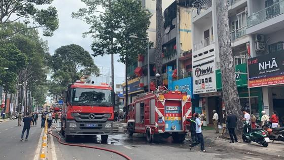 Cháy cửa hàng đặc sản Đà Lạt ở quận 5, nhiều tài sản bị thiêu rụi ảnh 8