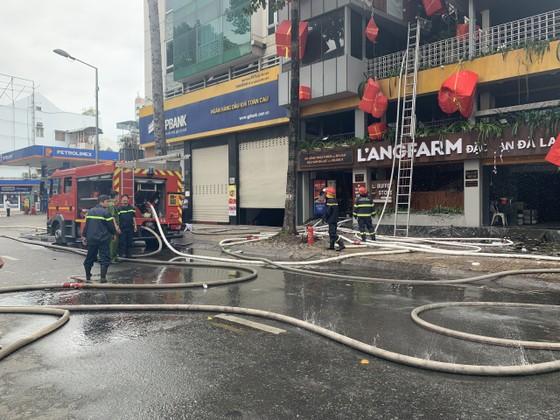 Cháy cửa hàng đặc sản Đà Lạt ở quận 5, nhiều tài sản bị thiêu rụi ảnh 4