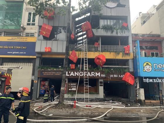 Cháy cửa hàng đặc sản Đà Lạt ở quận 5, nhiều tài sản bị thiêu rụi ảnh 1