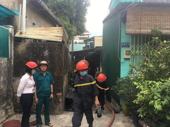 Cháy nhà trong hẻm ở quận 9, nhiều người hoảng sợ ảnh 1