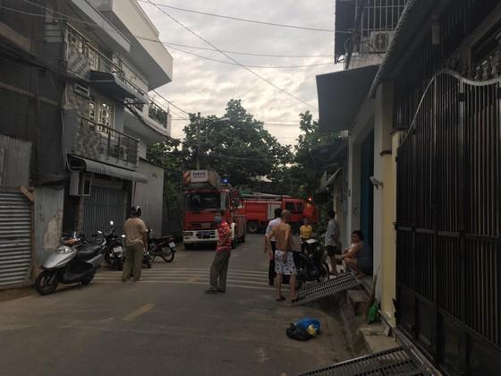 Cháy nhà trong hẻm ở quận 9, nhiều người hoảng sợ ảnh 2