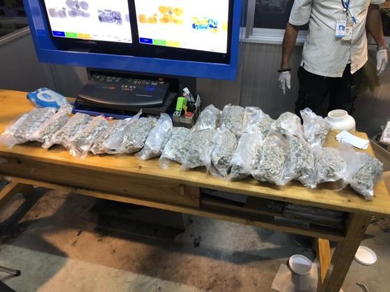 Phát hiện hơn 5kg cần sa từ Canada về Việt Nam qua cửa khẩu hàng không Tân Sơn Nhất ảnh 4