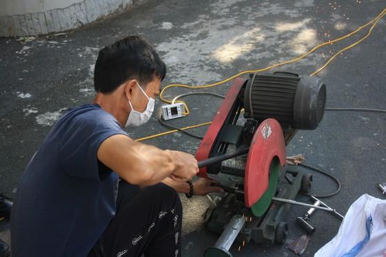 Công an quận Tân Bình tiêu hủy nhiều vũ khí thô sơ các loại ảnh 15