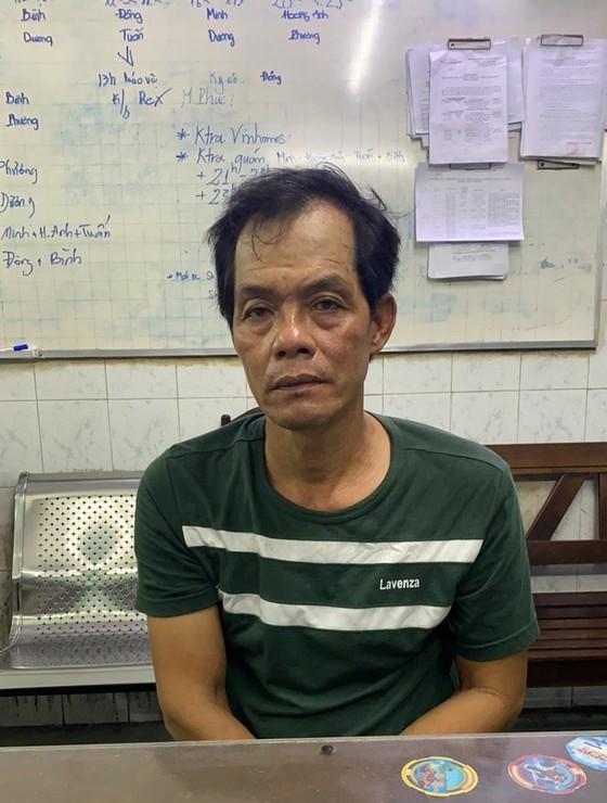Bắt kẻ chuyên móc túi người dân ở bệnh viện Nhi Đồng 2 ảnh 1