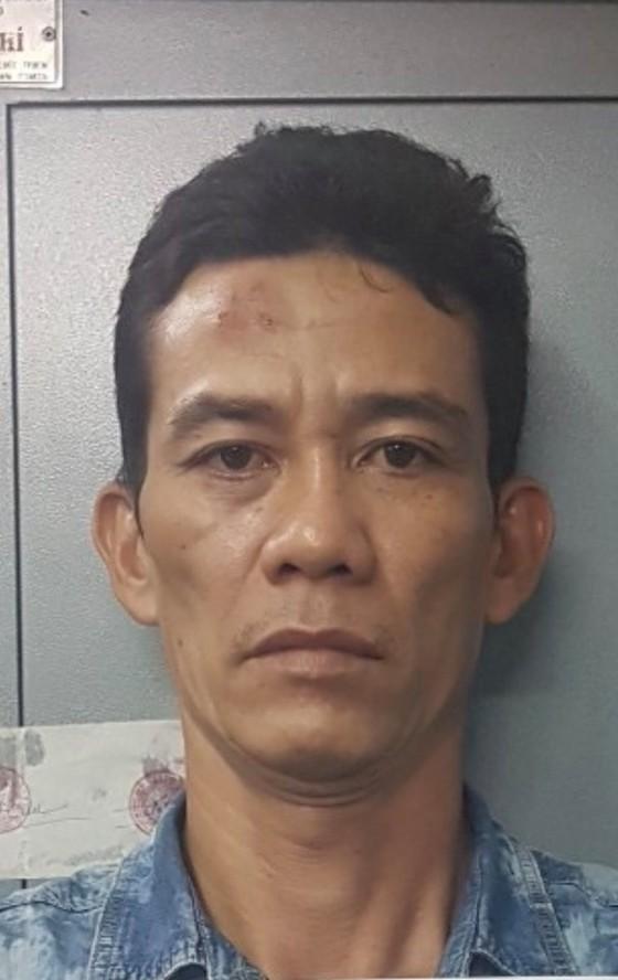 Bắt kẻ chuyên móc túi người dân ở bệnh viện Nhi Đồng 2 ảnh 2