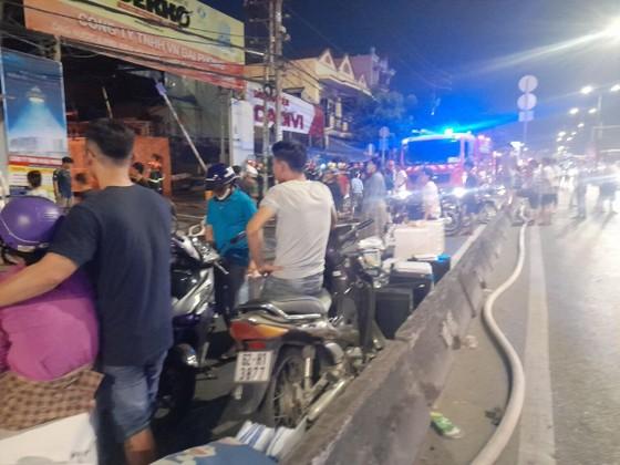 Vụ cháy ở huyện Hóc Môn: Huy động 150 cán bộ chiến sĩ, 24 xe chữa cháy gần 3 giờ đồng hồ ảnh 3