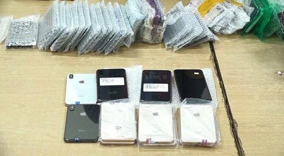Tìm chủ của 325 chiếc điện thoại di động trị giá 3 tỷ đồng không rõ nguồn gốc ảnh 1