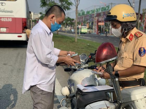 TPHCM tăng cường đảm bảo trật tự an toàn giao thông dịp Tết Nguyên đán 2021 ảnh 7