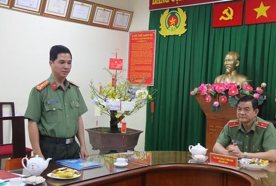 Thiếu tướng Lê Hồng Nam thăm, chúc tết cán bộ chiến sĩ Phòng Tham mưu Công an TPHCM ảnh 1