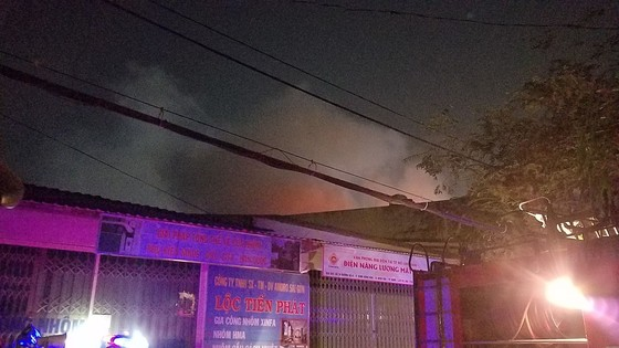 Cháy vựa thu mua phế liệu ở quận Bình Tân ảnh 1